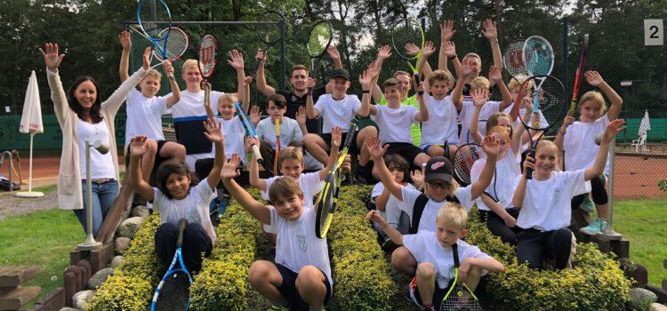 Eine Menge Spaß beim Kinder-Tenniscamp